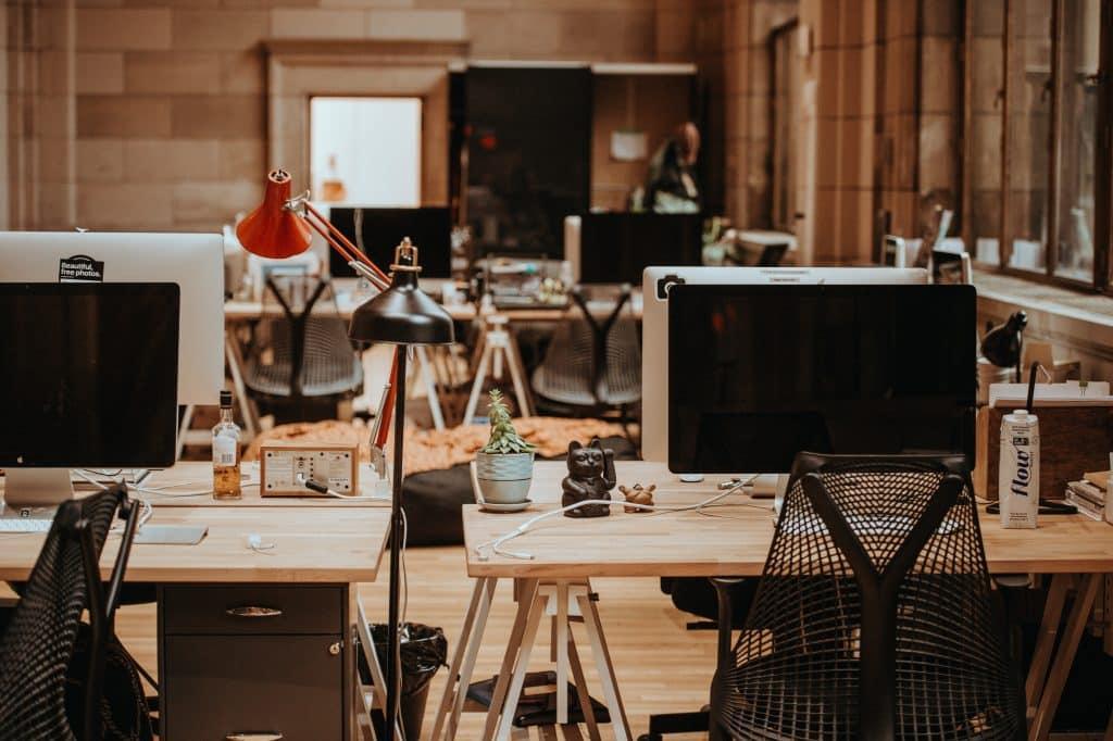 ניקיון וניהול בנייני משרדים